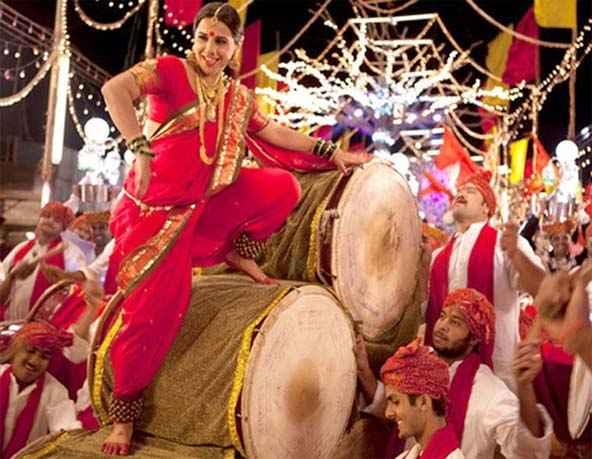 Ferrari Ki Sawaari Vidya Balan in Mala Jau De Song Stills