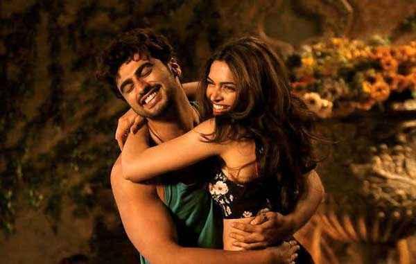 Finding Fanny Arjun Kapoor Deepika Padukone Romance Scene Stills