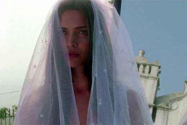 Finding Fanny Deepika Padukone White Marriage Dress Stills