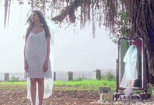 Finding Fanny Deepika Padukone White Short Dress Picture Stills
