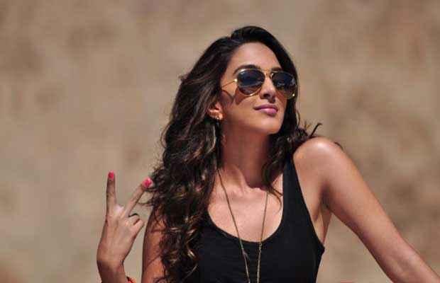 Fugly Kiara Advani Black Dress With Goggle Stills