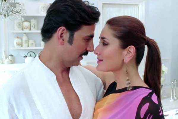 Gabbar Is Back Akshay Kumar Kareena Kapoor Romance Stills