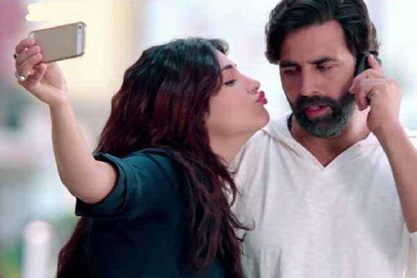 Gabbar Is Back Shruti Haasan Kissing Akshay Kumar Stills