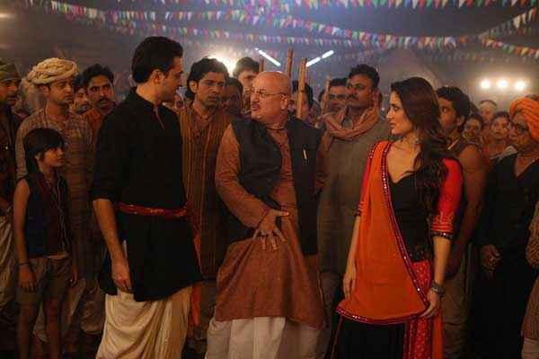 Gori Tere Pyaar Mein Imran Khan Anupam Kher Kareena Kapoor Stills
