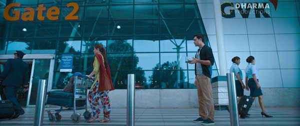 Gori Tere Pyaar Mein Imran Khan Kareena Kapoor Airport Scene Stills