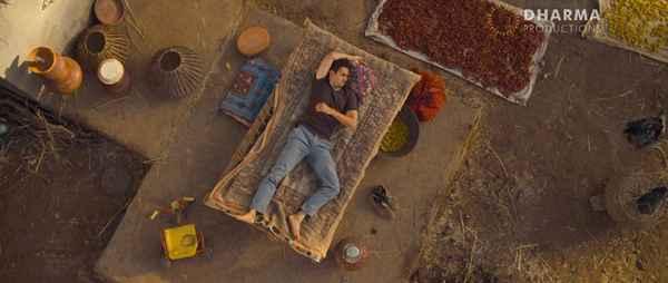 Gori Tere Pyaar Mein Imran Khan Sleeping mood  Stills