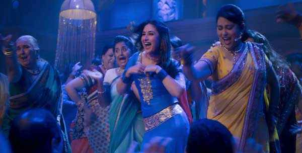 Gori Tere Pyaar Mein Kareena Kapoor Dance Photos Stills