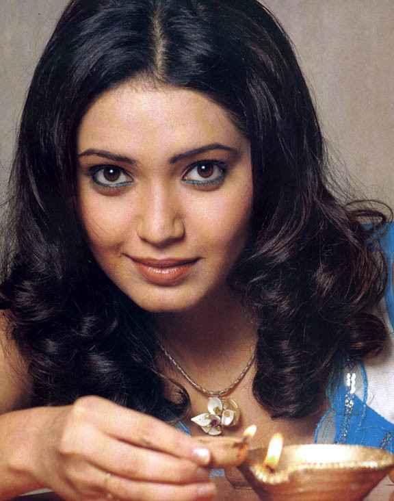 Grand Masti Star Cast Karishma Tanna