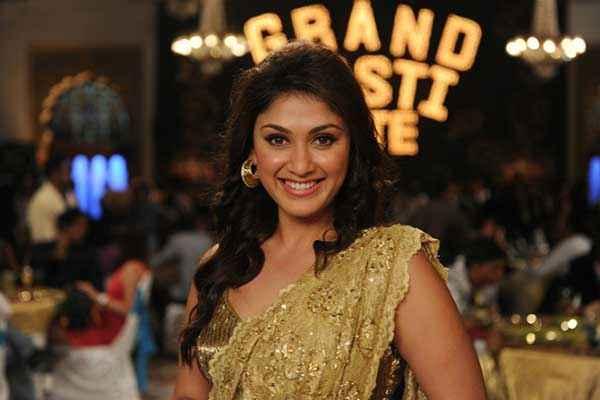 Grand Masti Star Cast Manjari Phadnis