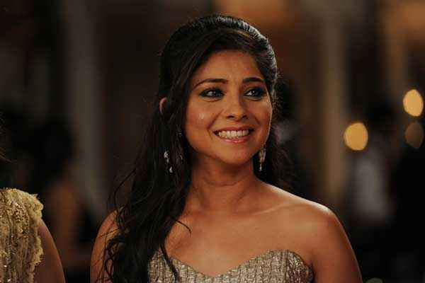 Grand Masti Star Cast Sonali Kulkarni