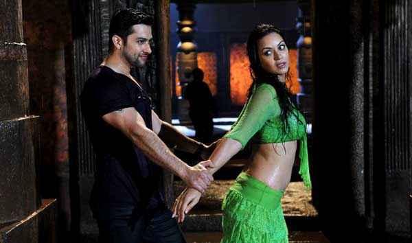 Grand Masti Aftab Shivdasani Sonali Kulkarni Hot Scene Stills