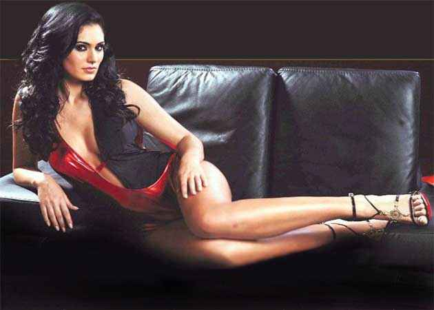 Grand Masti Bruna Abdulla Hot Wallpaper Stills