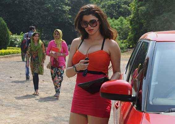 Grand Masti Kainaat Arora Hot Photo Stills
