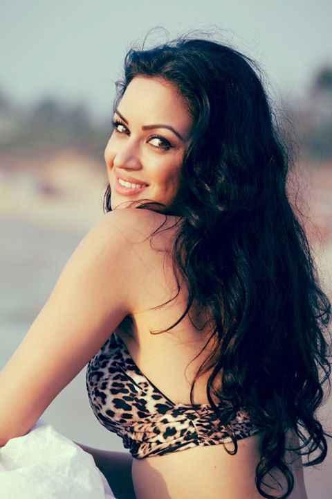 Grand Masti Maryam Zakaria Bikini Scene Stills
