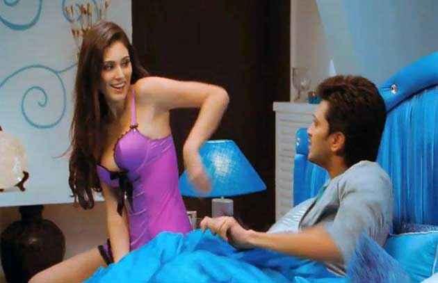 Grand Masti Ritesh Deshmukh Bruna Abdulla Hot scene Stills
