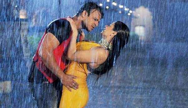 Grand Masti Vivek Oberoi Manjari Phadnis Hot Rain Scene Stills