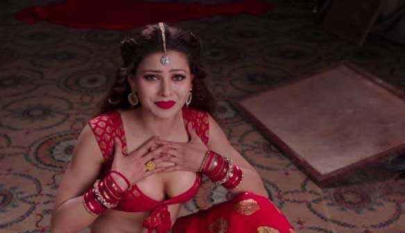 Great Grand Masti Urvashi Rautela Boobs Hot Stills