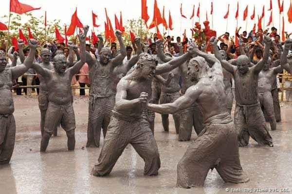 Gunday Ranveer Singh Arjun Kapoor Fighting Stills