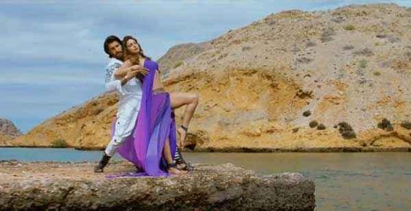 Gunday Ranveer Singh Priyanka Chopra Hot Romantic Scene Stills