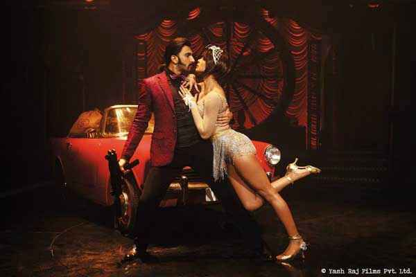 Gunday Ranveer Singh Priyanka Chopra Hot Scene Stills
