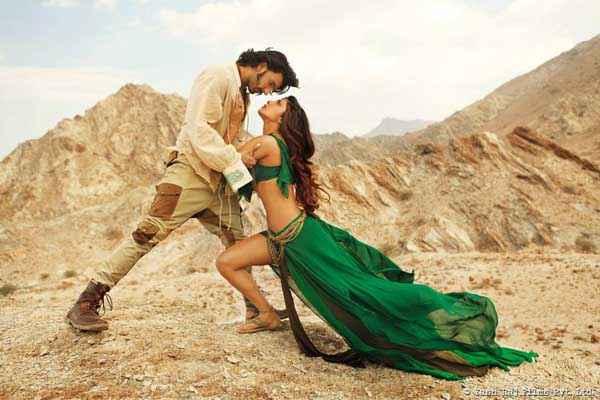 Gunday Ranveer Singh Priyanka Chopra Hot Sizzling Pics Stills