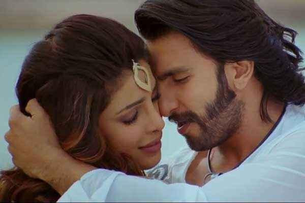 Gunday Ranveer Singh Priyanka Chopra Kiss Scene Stills