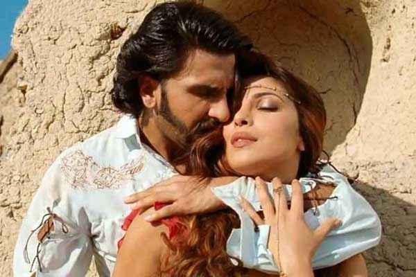 Gunday Ranveer Singh Priyanka Chopra Romance Stills