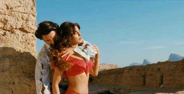 Gunday Ranveer Singh Priyanka Chopra Sexy Scene Stills