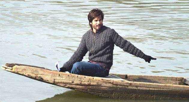 Haider Shahid Kapoor In Water Boat Stills