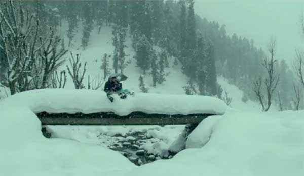 Haider Shahid Kapoor Shraddha Kapoor In Snow Scene Stills