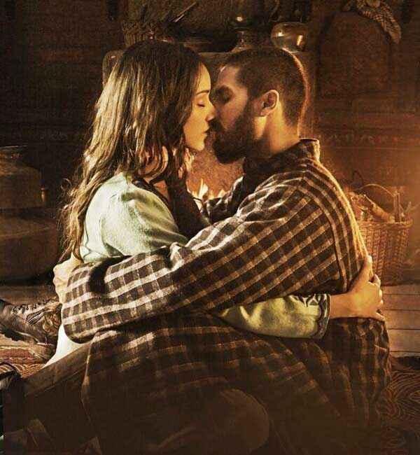 Haider Shahid Kapoor Shraddha Kapoor Kiss Scene Stills