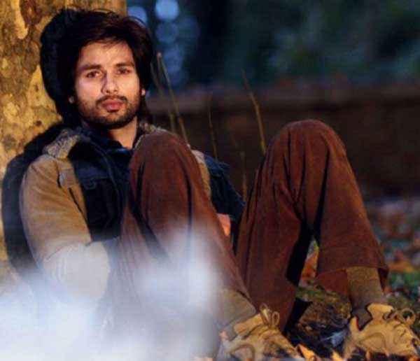 Haider Shahid Kapoor Thinking Scene Stills