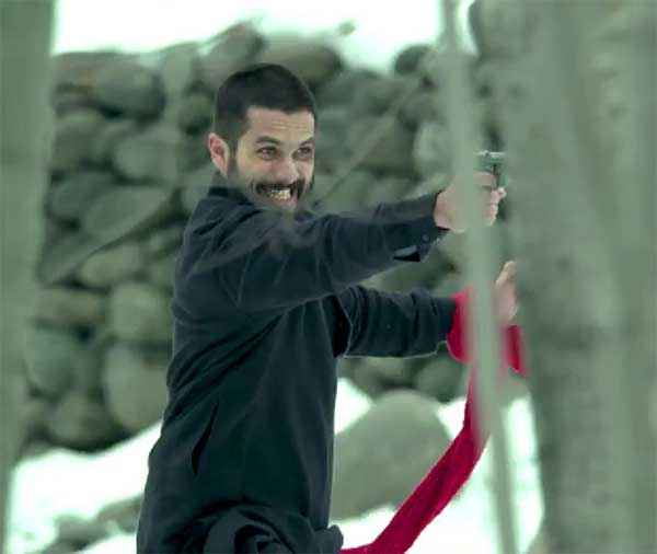 Haider Shahid Kapoor With Gun Stills