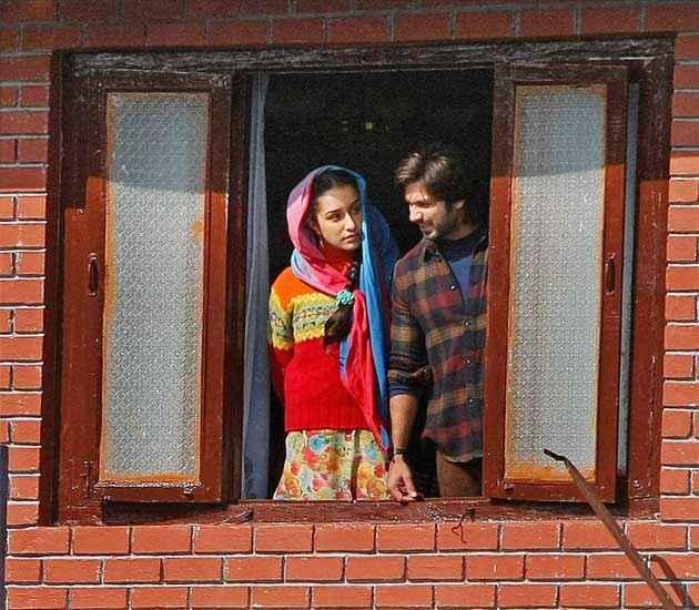 Haider Shraddha Kapoor Shahid Kapoor Window Scene Stills