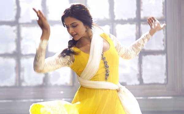 Happy New Year Deepika Padukone In Yellow Dress Stills