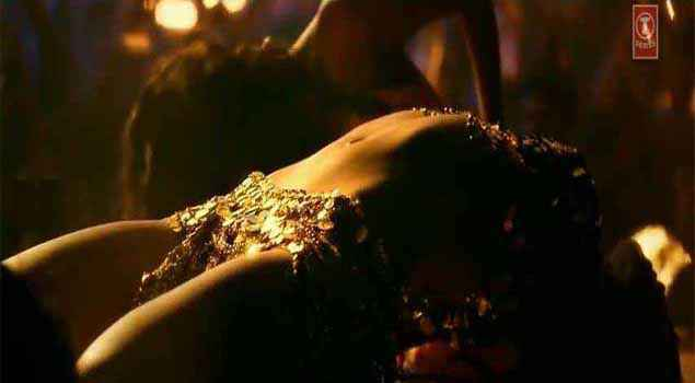 Happy New Year Deepika Padukone Sexy Figure In Lovely Song Stills
