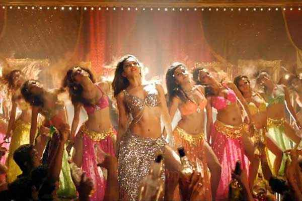 Happy New Year Sexy Deepika Padukone In Lovely Song Stills