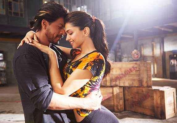 Happy New Year Shahrukh Khan Hot Flirting With Deepika Padukone Stills