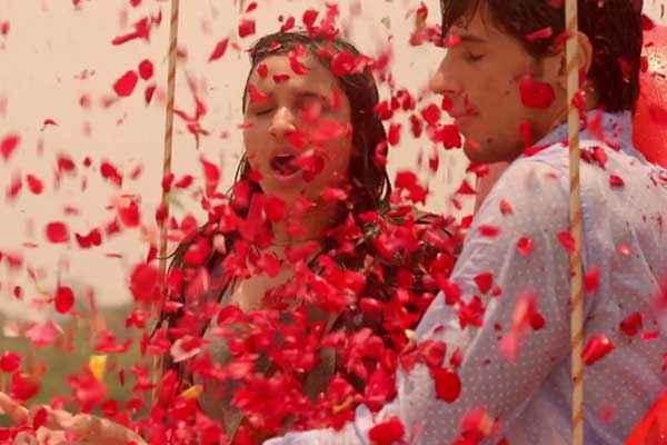 Hasee Toh Phasee Sidharth Malhotra Parineeti Chopra Romance With Red Rose Stills