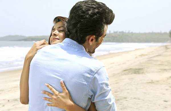 Hate Story 2 Jay Bhanushali Hug Surveen Chawla Stills