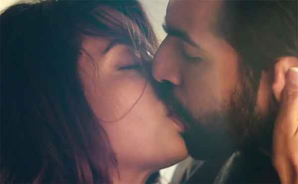Hate Story 2 Jay Bhanushali Surveen Chawla Hot Kiss Scene Stills
