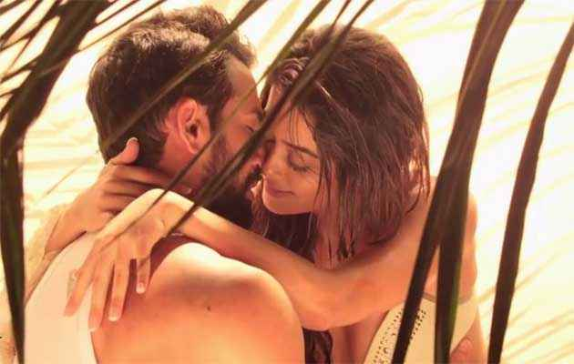 Hate Story 2 Jay Bhanushali Surveen Chawla Romance At Beach Stills