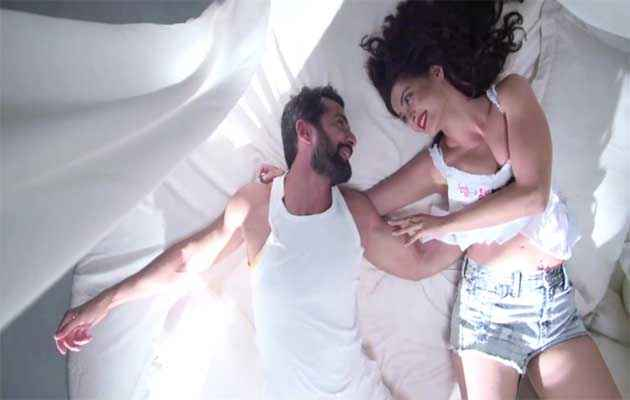 Hate Story 2 Jay Bhanushali Surveen Chawla Romance In Aaj Phir Song Stills