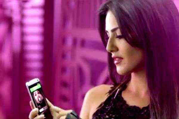 Hate Story 2 Sunny Leone Selfie Pics In Pink Lips Song Stills