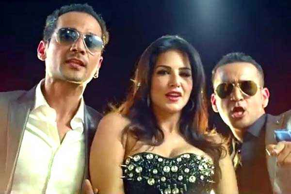 Hate Story 2 Sunny Leone With Team Stills
