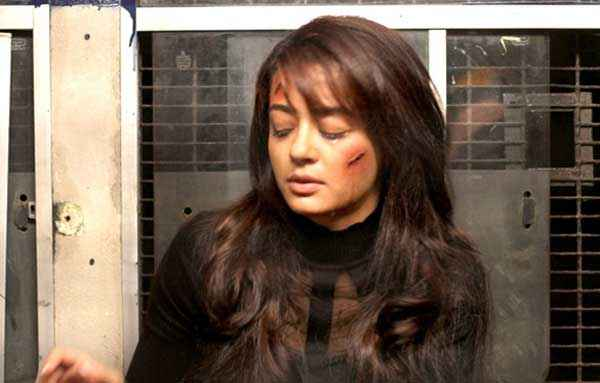 Hate Story 2 Surveen Chawla Fighting Pics Stills