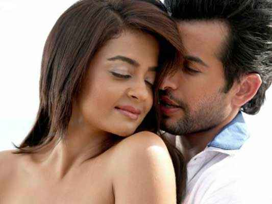 Hate Story 2 Surveen Chawla Jay Bhanushali Romance Picture Stills