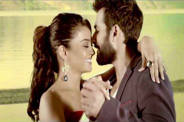 Hate Story 2 Surveen Chawlas Jay Bhanushali Romantic Picture Stills