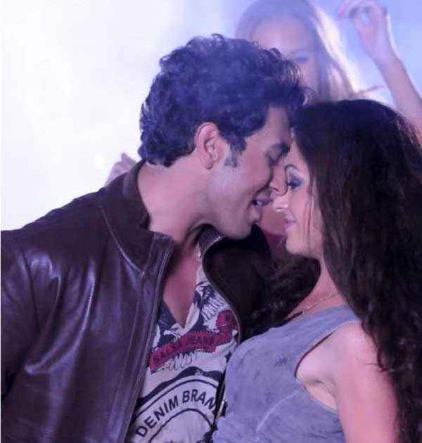 Heartless Adhyayan Suman Ariana Ayam Hot Kiss Scene Stills