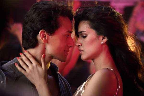 Heropanti Kriti Sanon Kissing Tiger Shroff Stills